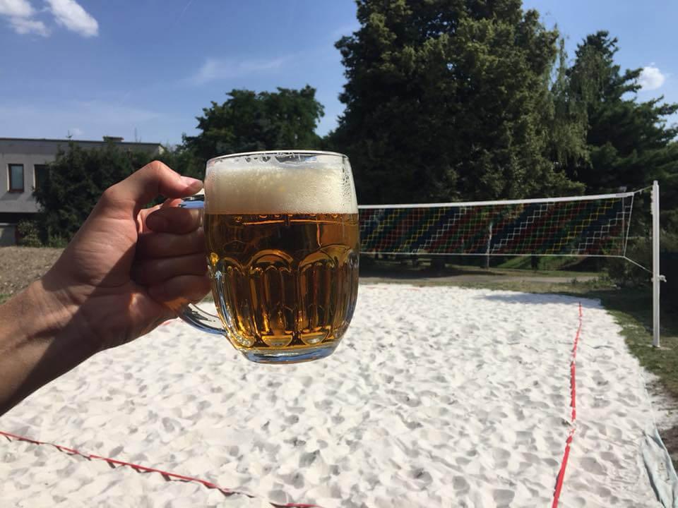 Beach volejbalové hřiště a dobré pivo